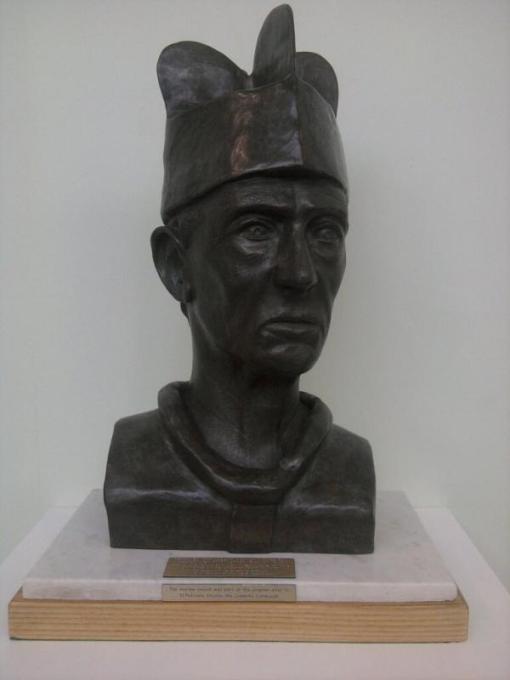 Canon-Hannan-Bust
